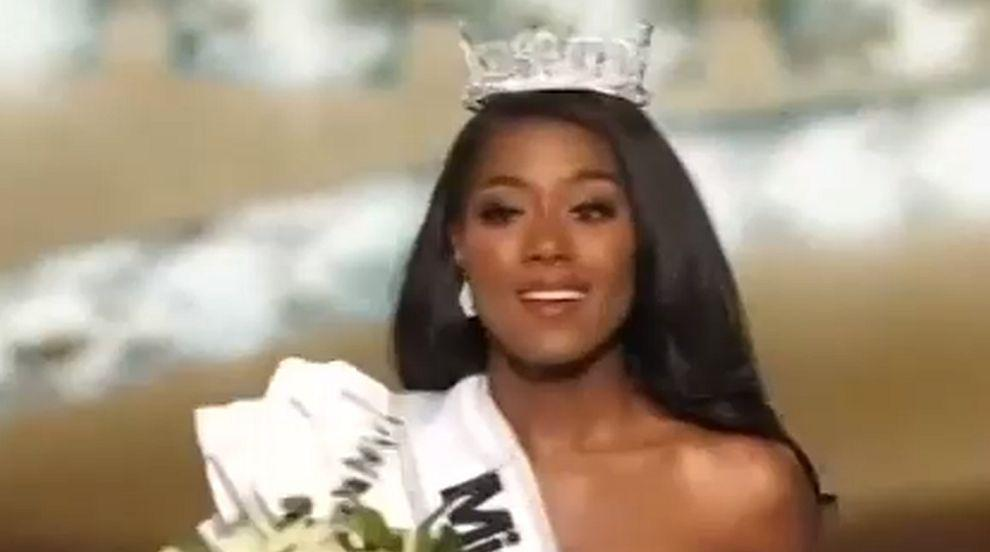 """Първата """"Мис Америка"""", която не дефилира по бански (ВИДЕО)"""