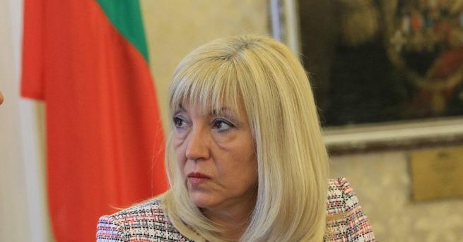 Петя Аврамова е родена на 29 май 1963 г. във