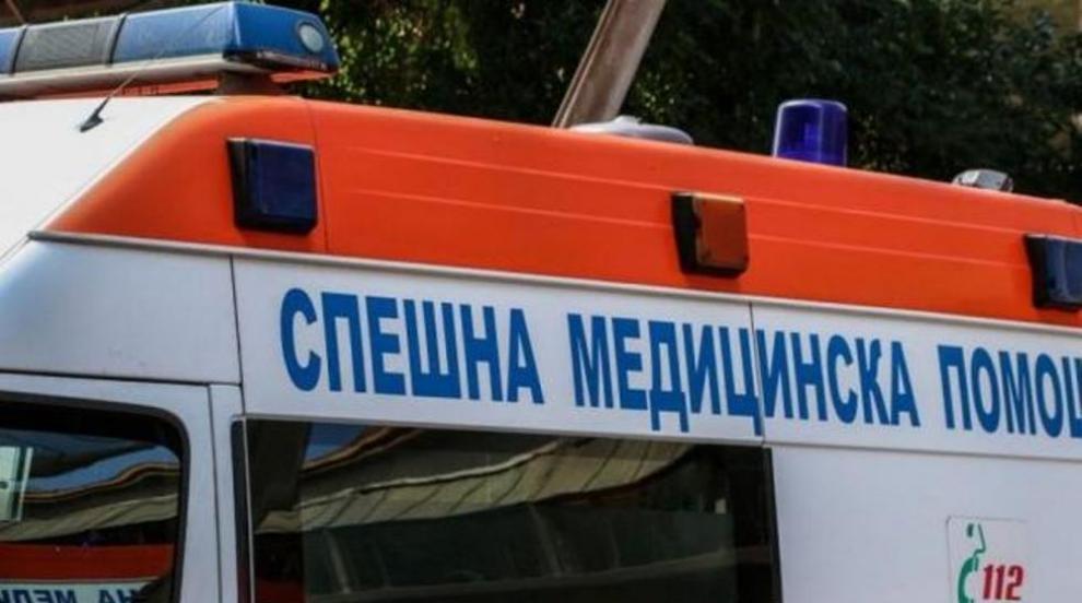 """Кола се наниза в мантинелата на """"Струма"""", мъж е ранен"""