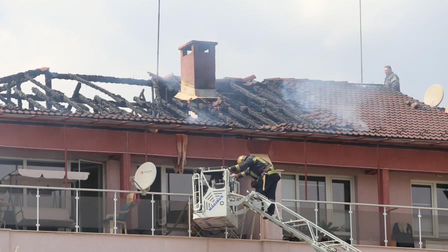 Пожар тръгна от китайски ресторант в блок в Студентски град