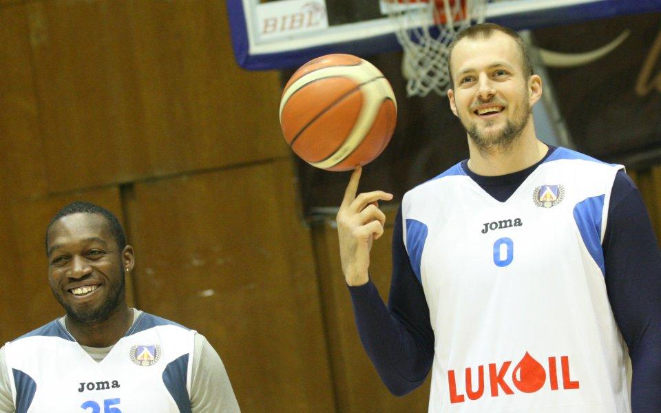 Бивш на Левски Лукойл ще тренира при Везенков