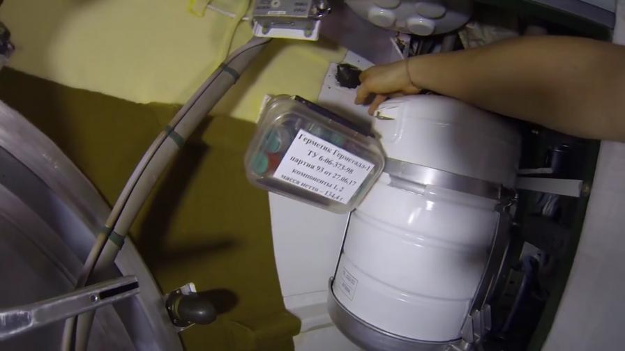 Роскосмос: Дупката в корпуса на МКС е оправена и защитена