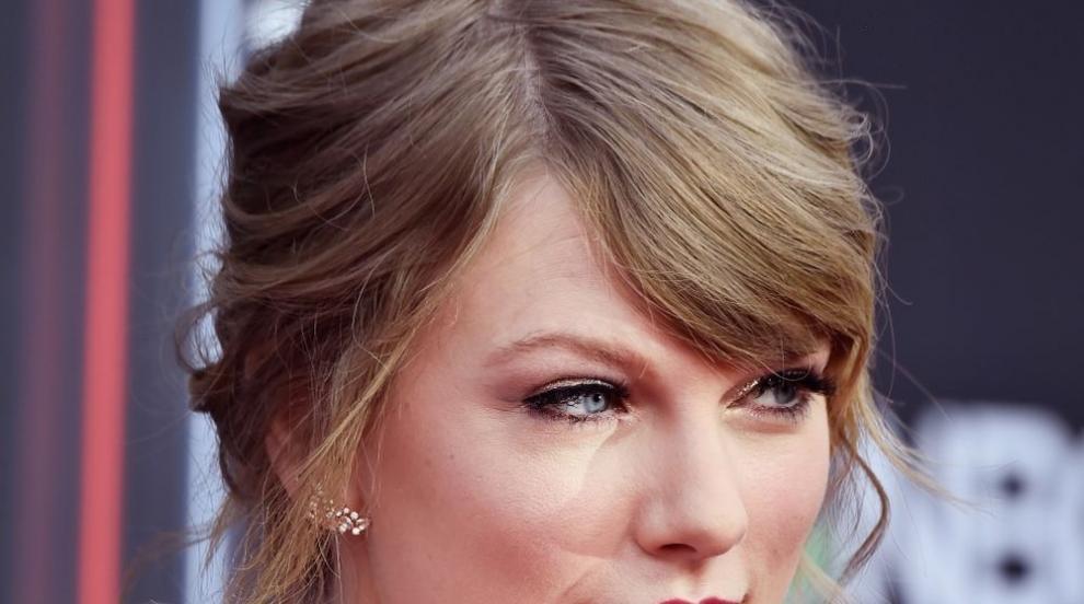 """Тейлър Суифт сключи """"щедър"""" договор с Universal Music"""