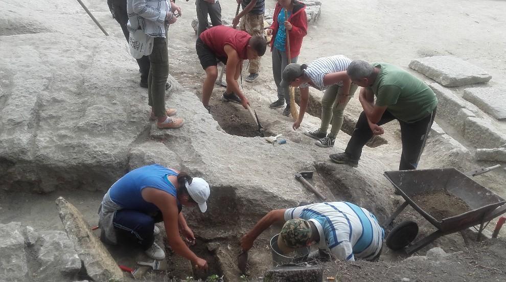 """Археолози разкриха на Перперикон """"квартал на бедните"""" от времето на Цар..."""