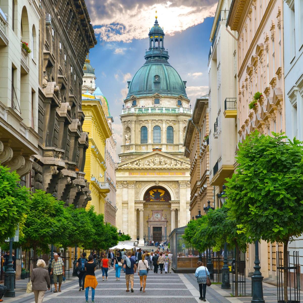 10. Будапеща - Минерални бани, горещи извори и много забележителности за разглеждане, в този град просто не остава време за пиене.
