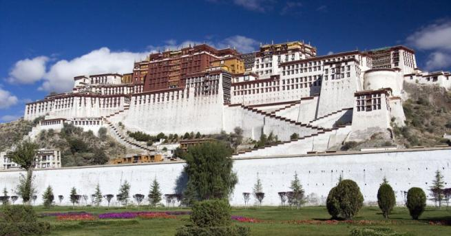Далай Лама: Европа е на европейците. Бежанците трябва да развият