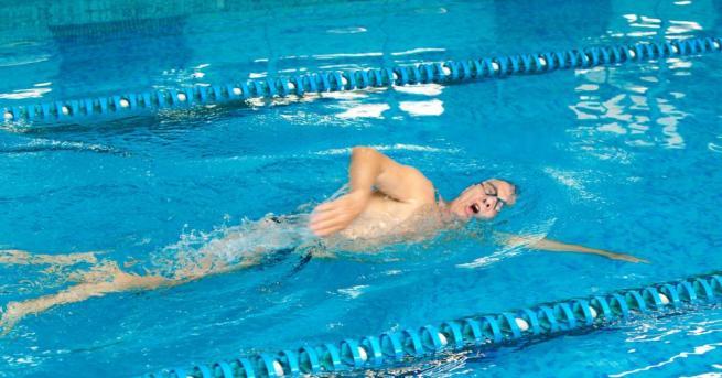74-годишният силистренец Ангел Емилов постави рекорд за възрастта си, преплувайки