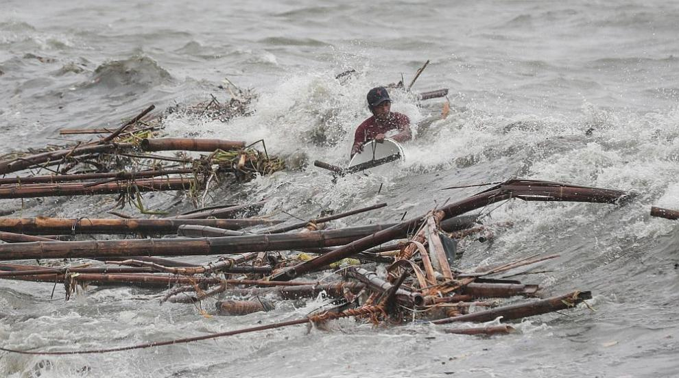 Тайфунът Мангхут взе осем жертви във Филипините