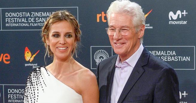 Ричард Гиър и съпругата му АлехандраСилва потвърдиха, че очакват дете,