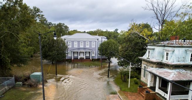 Най-малко 35 са вече жертвите в трите пострадали от урагана