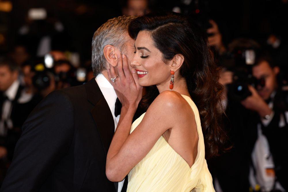 Клуни не спира да демонстрира любовта си към своята прекрасна съпруга Амал