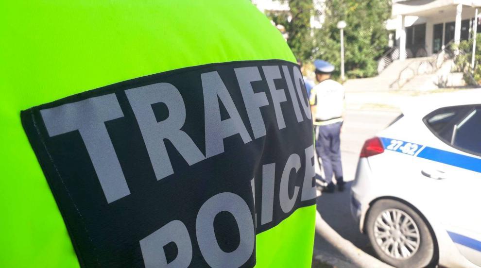 Трима пострадали при сблъсък на лека кола с камион край Варна