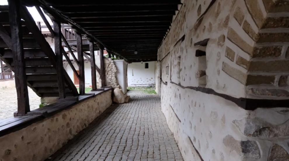 Разкриха подробности за задържаните за нападението в Роженския манастир...