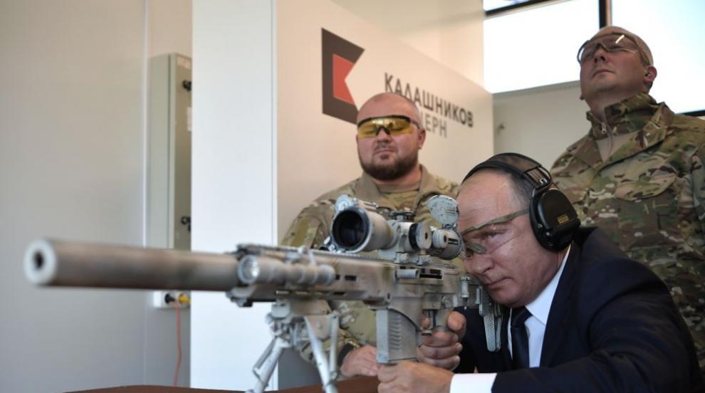 Путин се упражни в стрелба със снайпер (ВИДЕО)