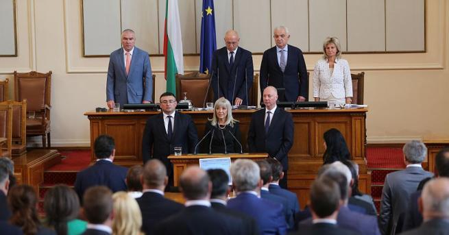 Депутатите освободиха от постовете им подалите оставка министри на регионалното