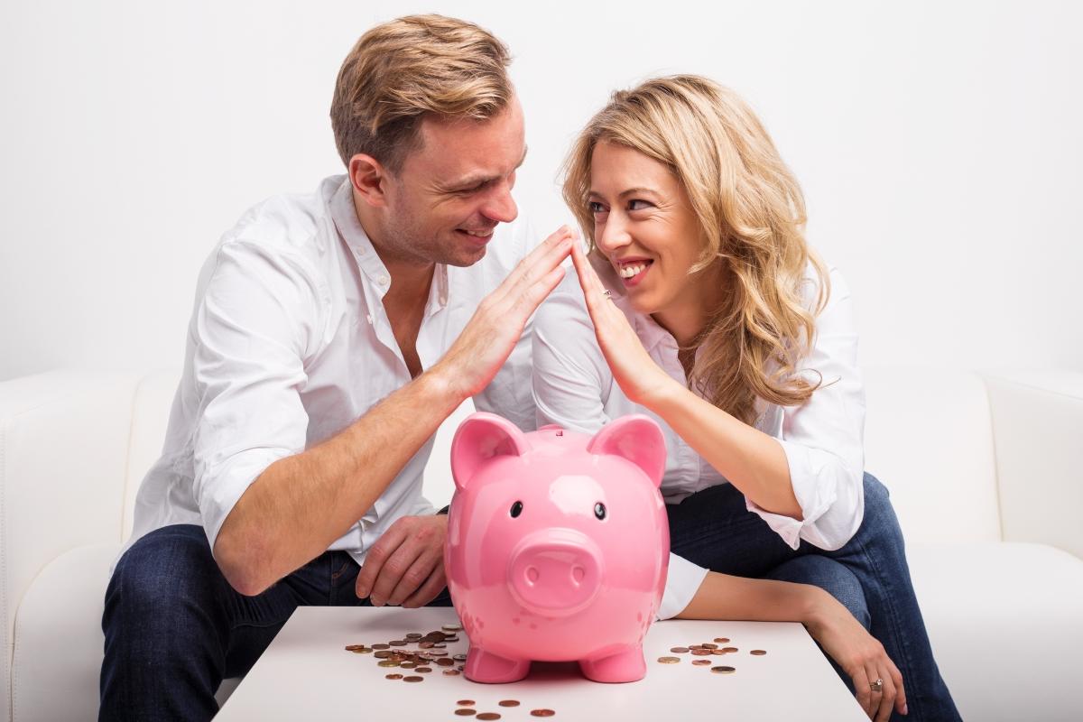 Научете се да отделяте някаква сума от месечните заплати за спестявания.