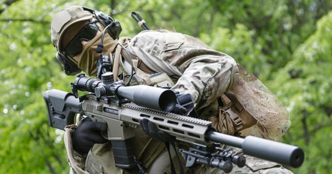 """Български снайпреист с изумителен рекорд, произведе и """"невъзможен изстрел"""" Снайперист"""