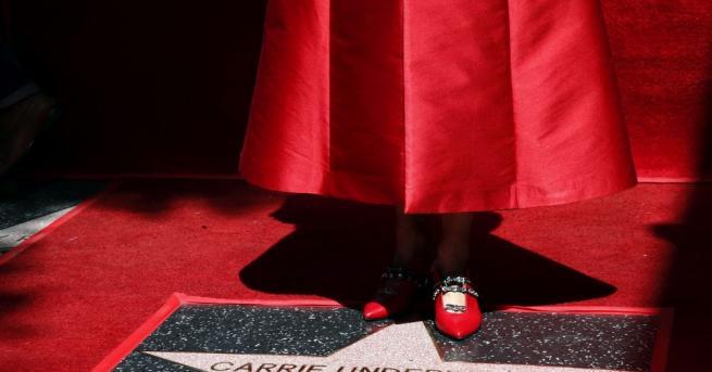 Певицата Кари Ъндърууд получи звезда на холивудската Алея на славата