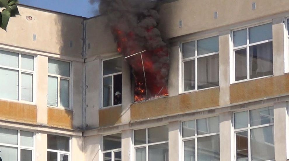 Пожар избухна в училище в Русе (СНИМКИ)