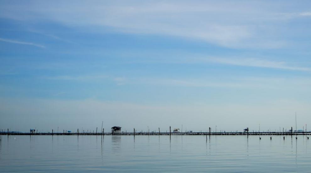 Младеж оцеля 49 дни на рибарски сал в океана (СНИМКИ)