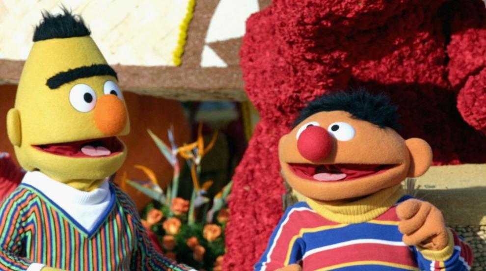 """На кой му хрумна, че Бърт и Ърни от """"Улица Сезам"""" са гей двойка?"""