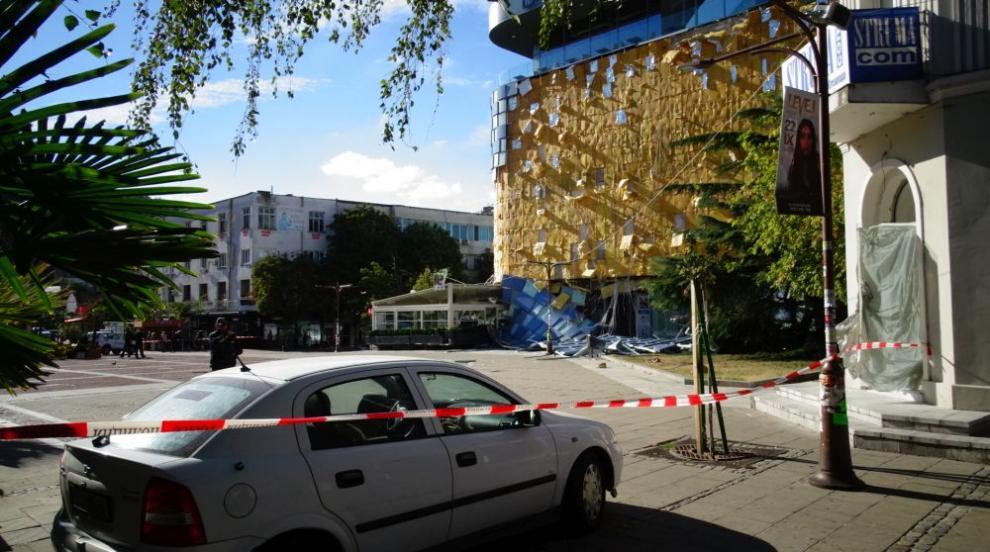 Прокуратурата в Благоевград проверява срутената фасада на мола в града