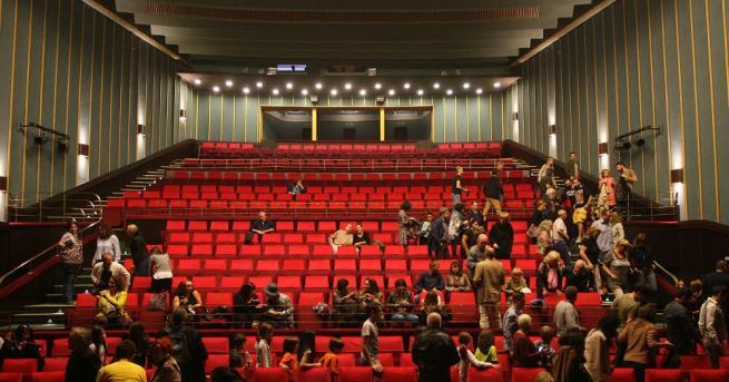 Сатиричният театър посреща новия сезон с обновен салон С обновен