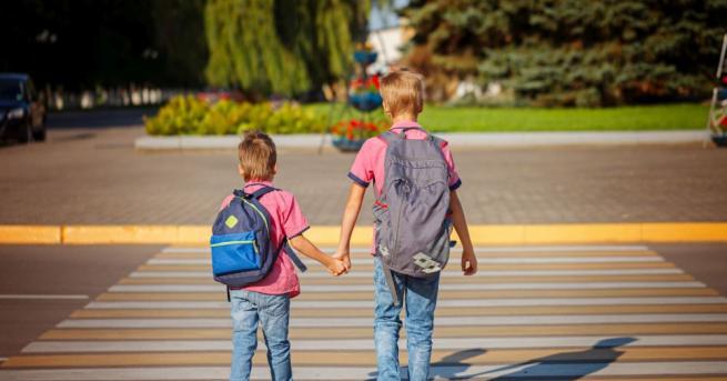 Девет часа годишно първокласниците ще изучават правилата за пътна безопасност.