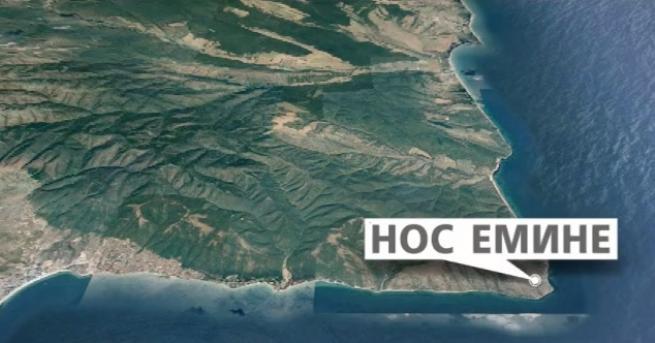 Търсенето на двамата изчезнали вчера моряци в Черно море продължава.