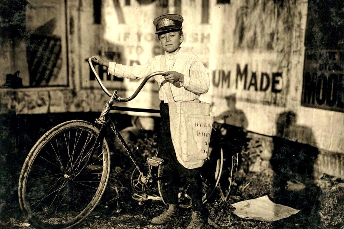 Октомври 1913 г.: Марион Дейвис, 14 г. Пощальон е от повече от две години и често посещава опасни места.