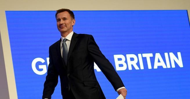 Британският външен министър Джереми Хънт си навлече критики от дипломатическите