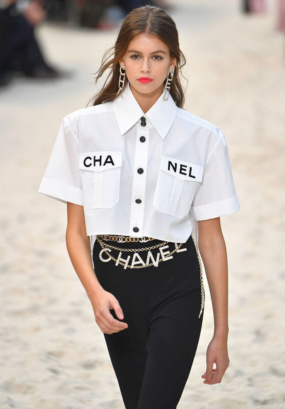 """""""Шанел"""" в Париж – грандиозно дефиле и уникален декор<br> <br> На снимката: Кая Гербер"""