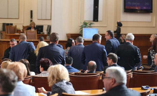 Законът за вероизповеданията скара депутатите