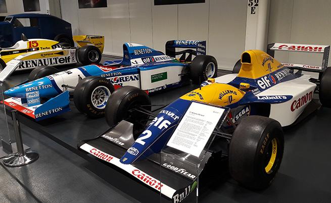 В тези болиди са седяли най-големите титани: Михаел Шумахер и Аертон Сена. Респект.