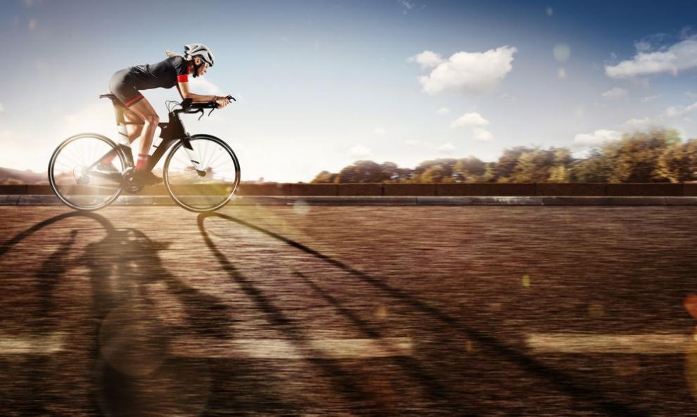 10afe801839 Запознайте се с жената, която върти педалите на велосипед с близо 300 км/ч