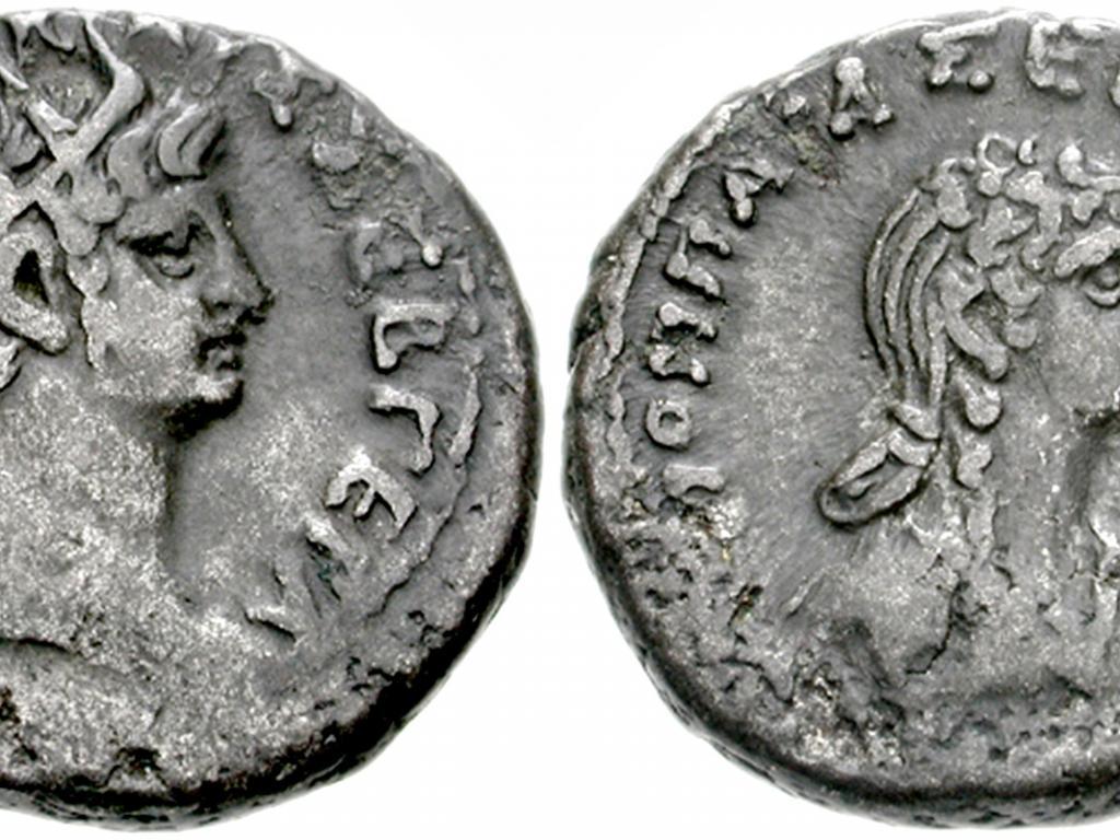 &lt;ol&gt;&lt;br /&gt;&lt;br /&gt;<br />  &lt;li&gt;Около 67 г. сл. Хр. император Нерон се жени за момче на име Спорус, което кастрира и започва да третира като жена, наричайки го с името на починалата му съпруга Сабина. Смята се, че самият Нерон е причината за смъртта на бременната Сабина, ритайки я до смърт в изблик на ярост.&lt;/li&gt;&lt;br /&gt;&lt;br /&gt;<br /> &lt;/ol&gt;
