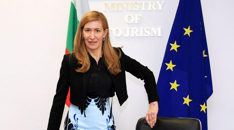 Ангелкова: Има раздвижване на туристи, доста българи...