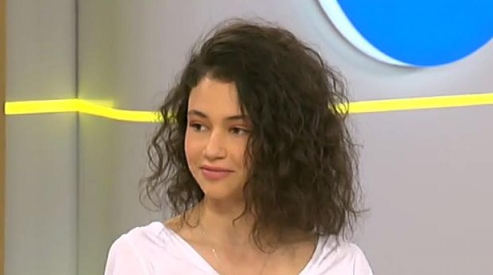 """Българката, която блесна в грандиозното шоу на """"Шанел"""" в Париж (ВИДЕО)"""