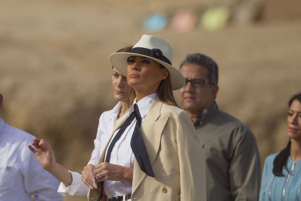 Мелания Тръмп с удоволствие разгледа пирамидите в Гиза.
