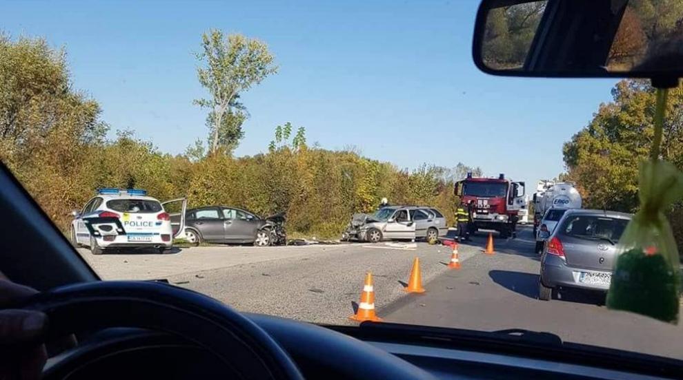 Четирима ранени при верижна катастрофа край Ново село, сред тях и бременна