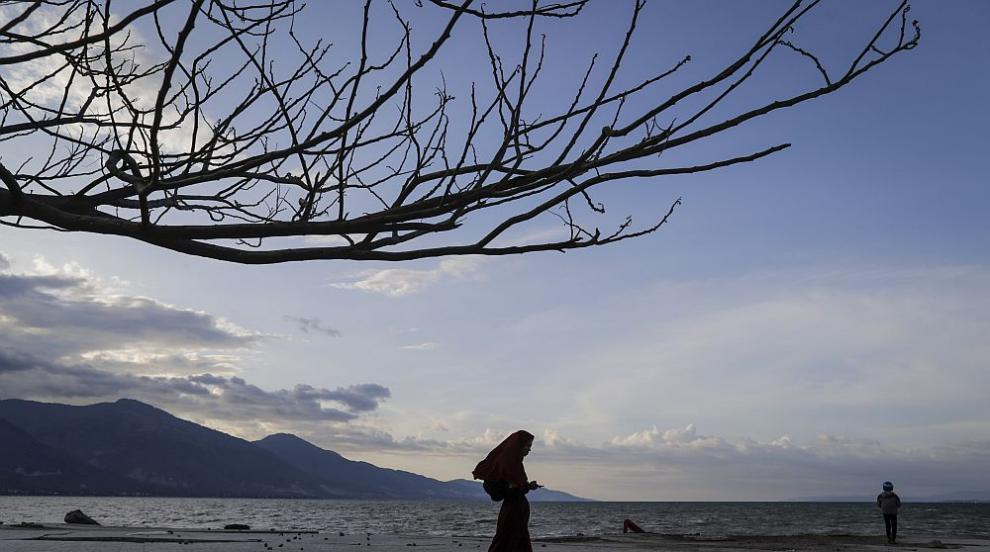 Мост се срути в Индонезия, седем души са загинали (СНИМКИ)