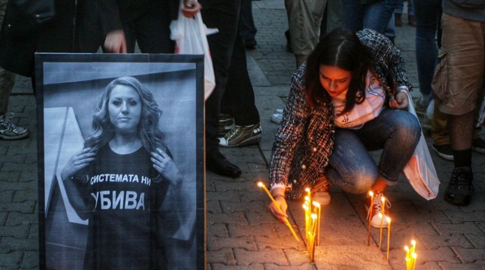Близки и приятели се простиха с убитата Виктория Маринова