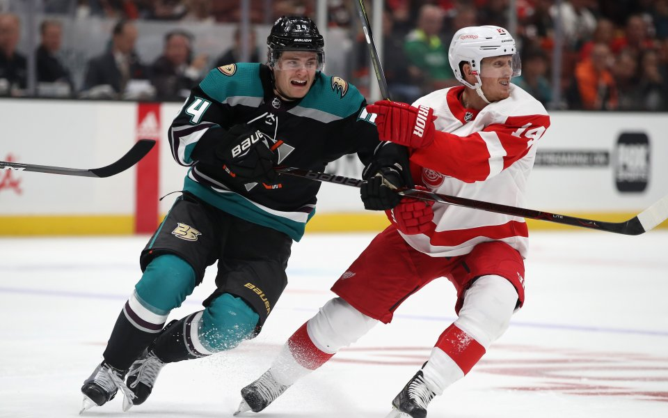 Анахайм победи Детройт и излезе  начело в НХЛ