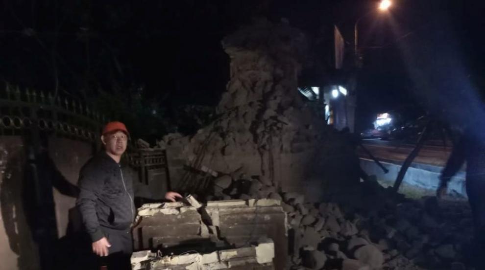 Трима загинали и четирима ранени при земетресението в Индонезия