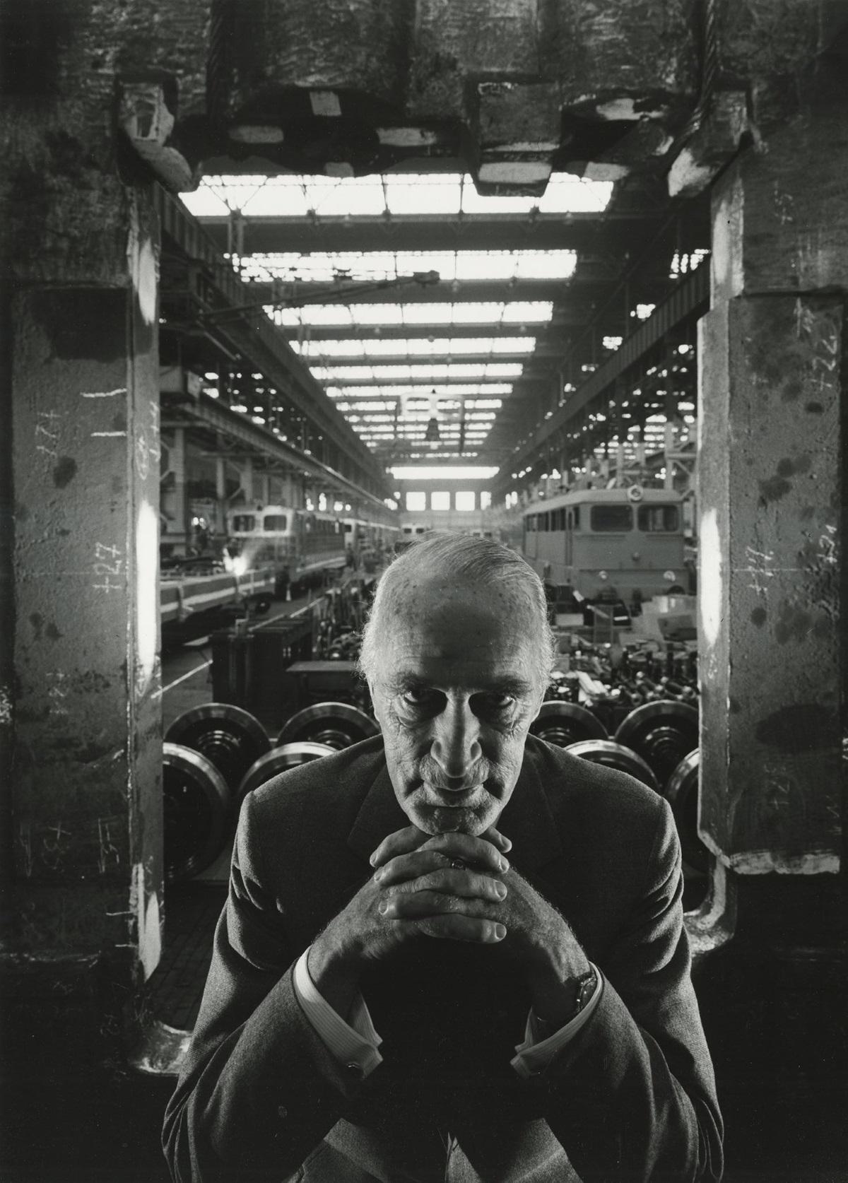 Алфред Круп, Германия (1963 г.). Когато разбрал, че Нюмън е евреин, индустриалецът отказал той да го снима. Нюмън помолил Круп първо да види портфолиото му, след като разгледал снимките - фотографът направил портрета на германеца.