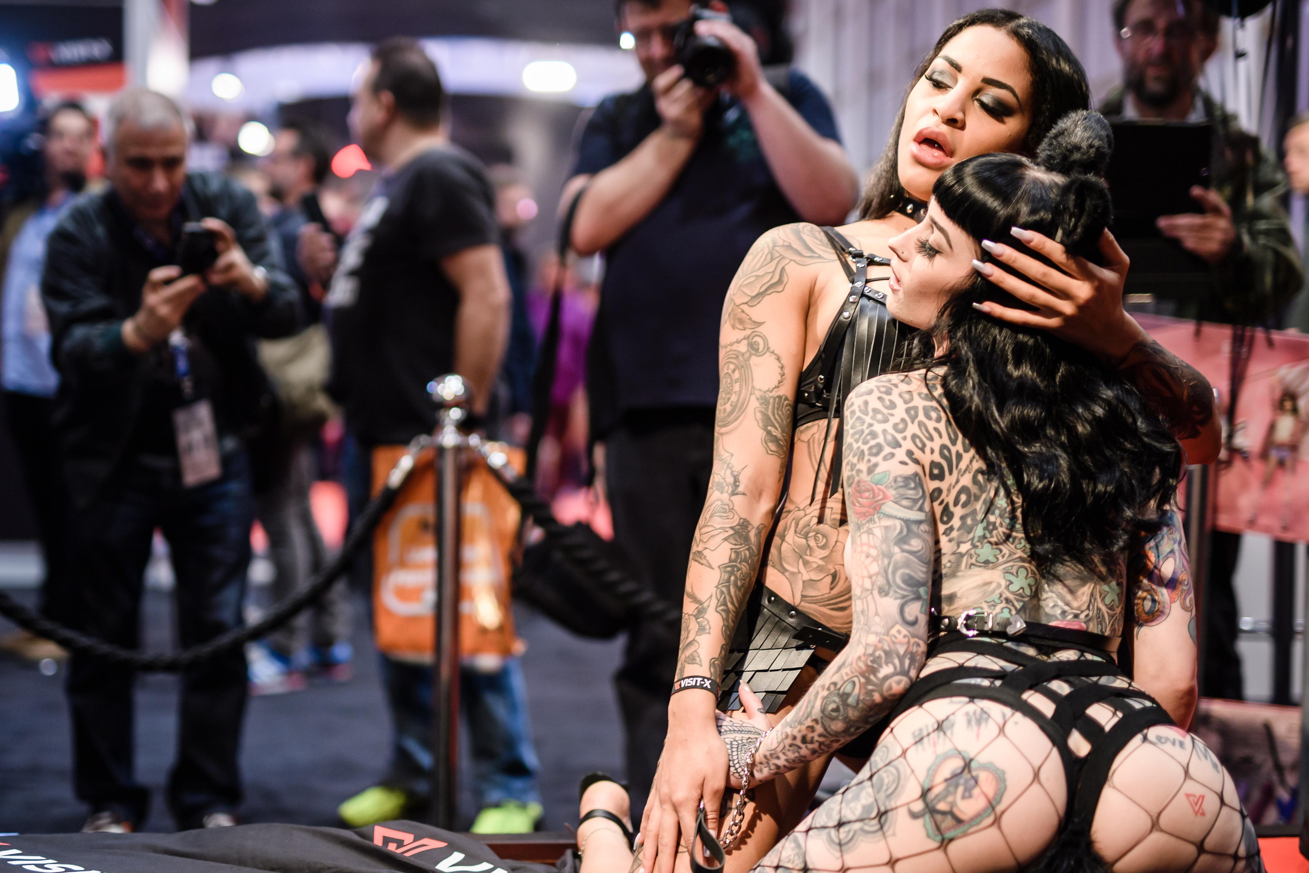 """Откриването на Еротичния панаир """"Венера"""" в Берлин, Германия. """"Венера""""  Берлин е сред най-големите международни еротични панаири с над 250 изложители от 40 страни и над 30 000 посетители"""