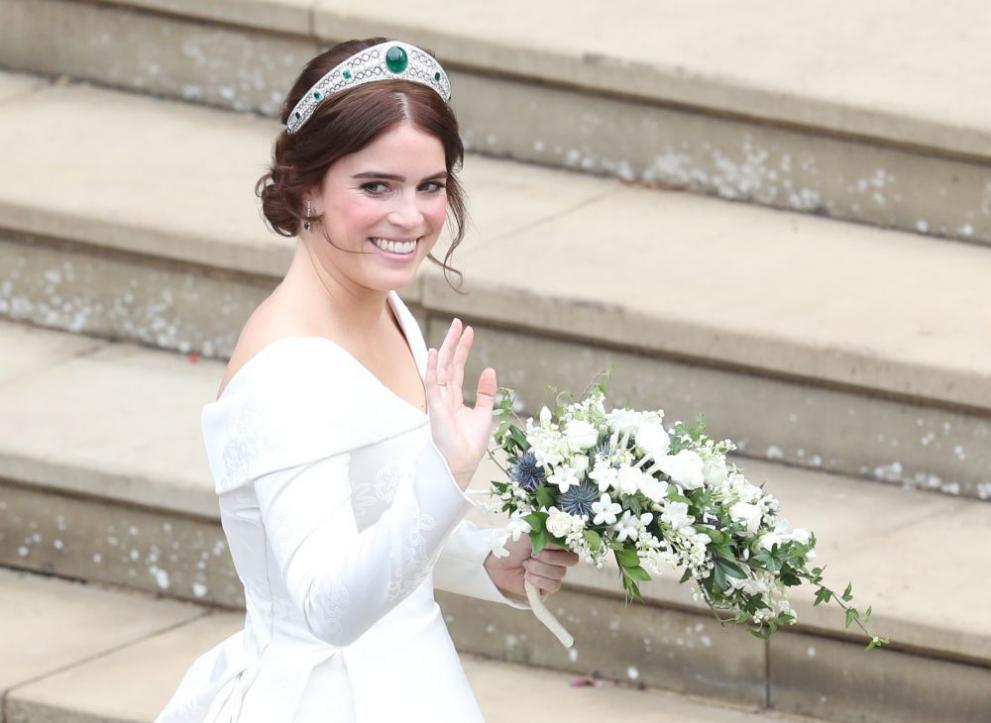 Принцесата носеше тиара със смарагди, която ѝ беше предоставена за случая от Елизабет Втора