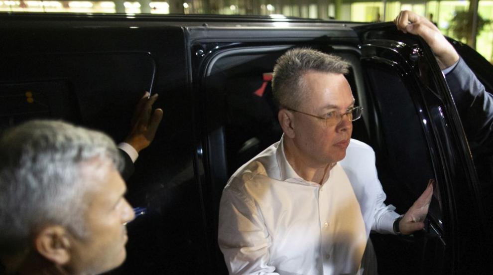 Освободеният от турски съд американски пастор пристигна в САЩ
