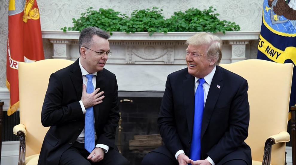 Тръмп посрещна освободения пастор и заяви, че това е стъпка към по-добри...