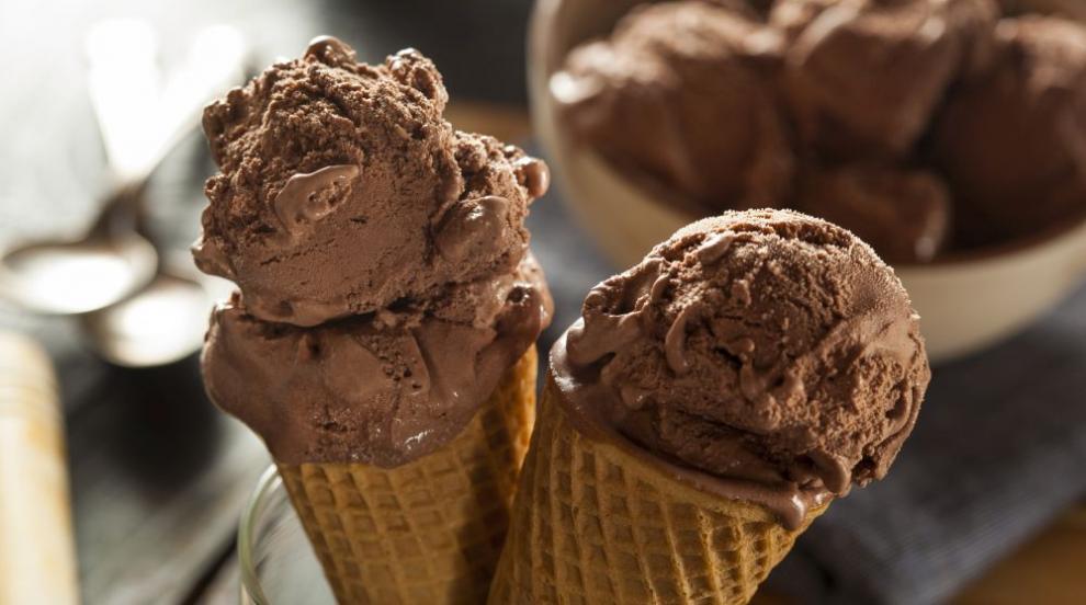 15 години смолянчанин раздава безплатен слодолед